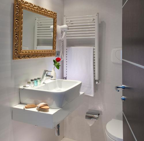 A bathroom at c-hotels Fiume