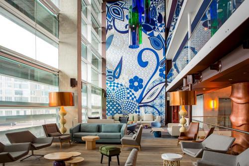 The lobby or reception area at Room Mate Aitana