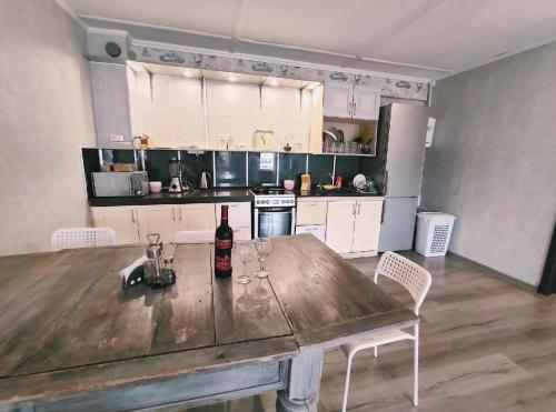 Кухня или мини-кухня в Tarusa Apartment