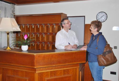 The lobby or reception area at Hotel Rheingauer Tor
