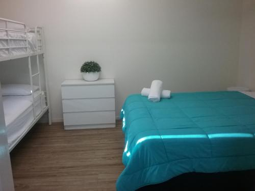 A bed or beds in a room at Palms Hervey Bay