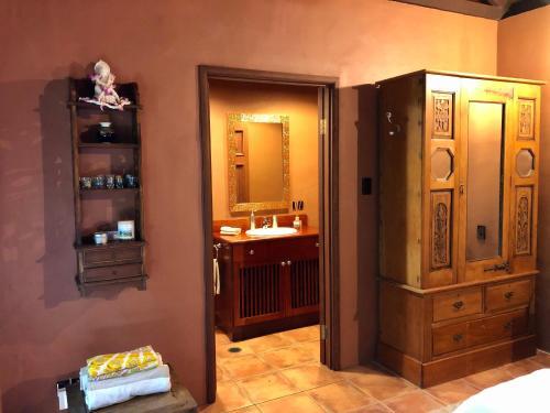 A bathroom at Gunnadoo Holiday