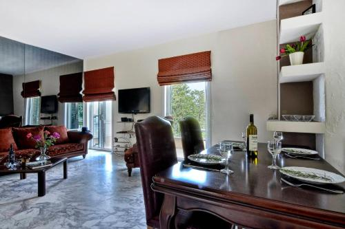 A kitchen or kitchenette at Three Bedroom Family House