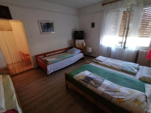 Postel nebo postele na pokoji v ubytování Krisztián Vendégház