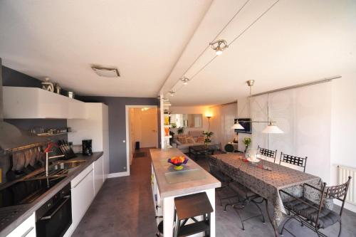 A kitchen or kitchenette at Magic Moments Appartement