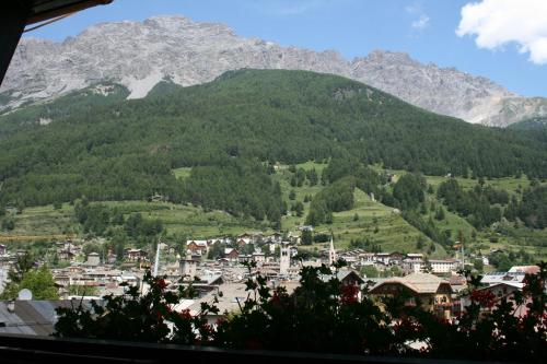 A bird's-eye view of Hotel Larice Bianco