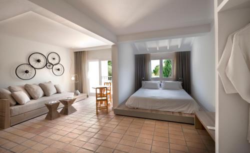 A bed or beds in a room at Paraíso de los Pinos