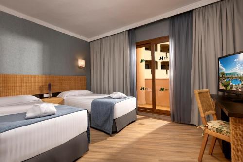 Säng eller sängar i ett rum på Hotel IPV Palace & Spa - Adults Recommended