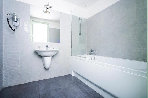 A bathroom at Deminka Palace