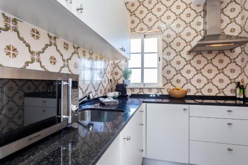 A kitchen or kitchenette at Quinta da Liberdade