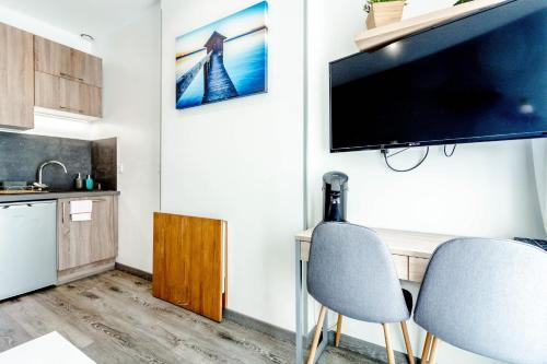A television and/or entertainment centre at Cozy modern studio in the heart of Baille district in Marseille Welkeys