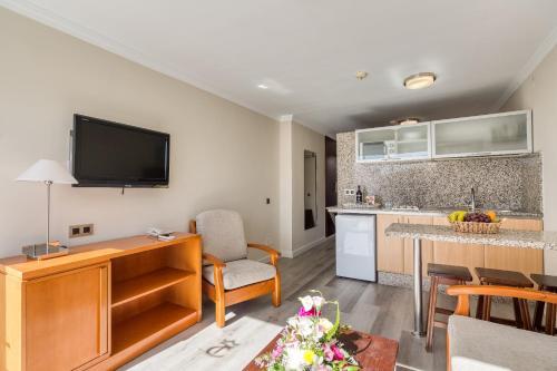 Een keuken of kitchenette bij TC Apartamentos Rocamar