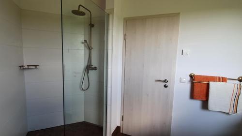 A bathroom at Eifelpension-Radlertraum
