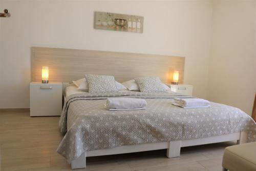 Postel nebo postele na pokoji v ubytování Apartments Irma