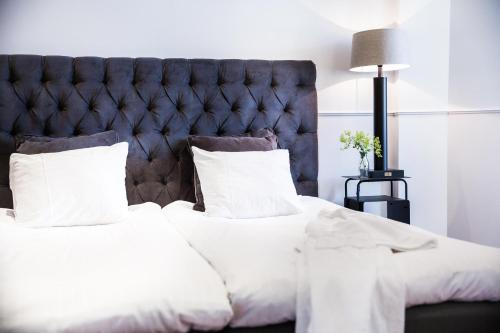 A bed or beds in a room at Varbergs Kusthotell