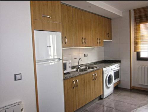 A kitchen or kitchenette at Apartamentos Los Mayos de Albarracín