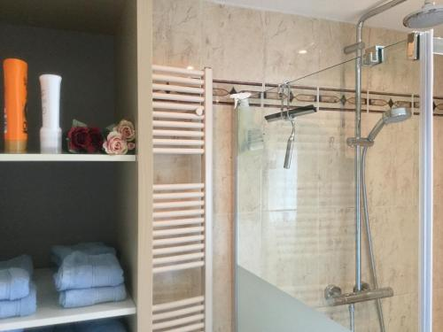 A bathroom at Bed and Breakfast Ineke en John