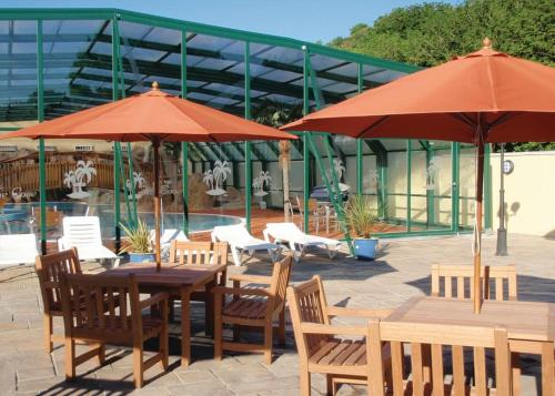 A restaurant or other place to eat at Cardigan Bay Holiday Park