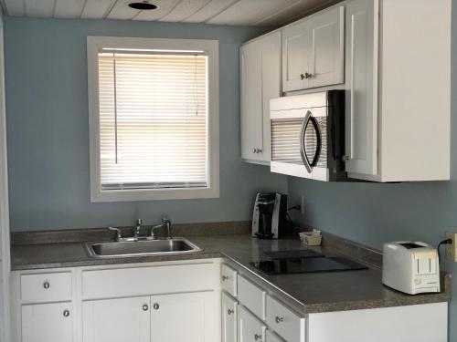A kitchen or kitchenette at Ocean Walk Hotel