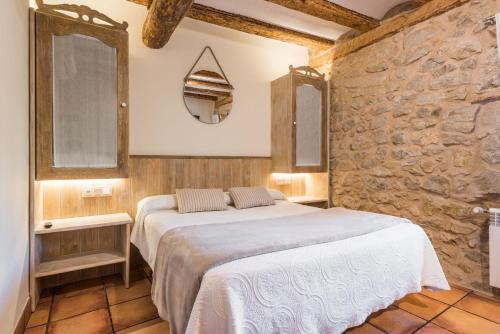A bed or beds in a room at Posada del Rodeno
