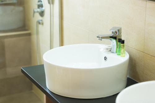 A bathroom at Filion Suites Resort & Spa