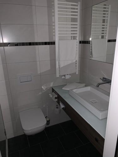 A bathroom at Landhaus Alpinia