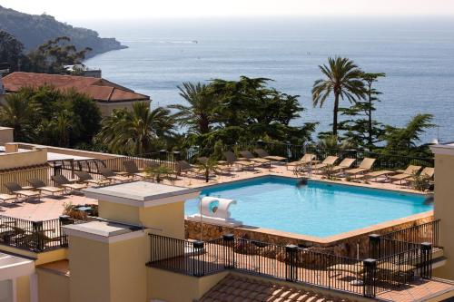A view of the pool at Grand Hotel La Favorita or nearby