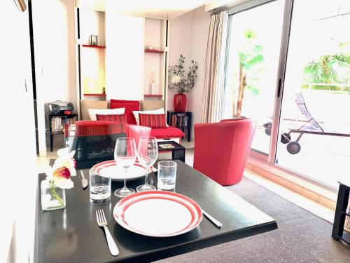 A restaurant or other place to eat at Apart Hotel Riviera - Grimaldi / Promenade des Anglais