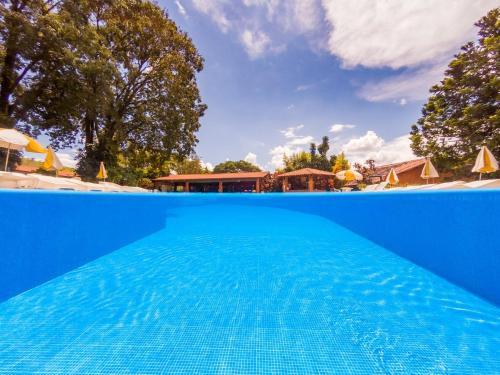 A piscina localizada em Grinbergs Village Hotel ou nos arredores