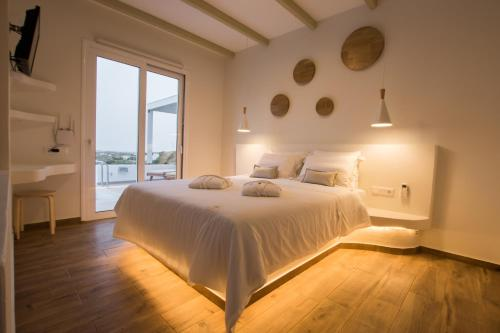 A bed or beds in a room at Theros Luxury Villas