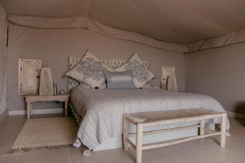 Ein Bett oder Betten in einem Zimmer der Unterkunft Terre Des Etoiles