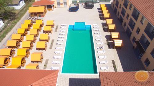 Вид на басейн у Apelsin або поблизу