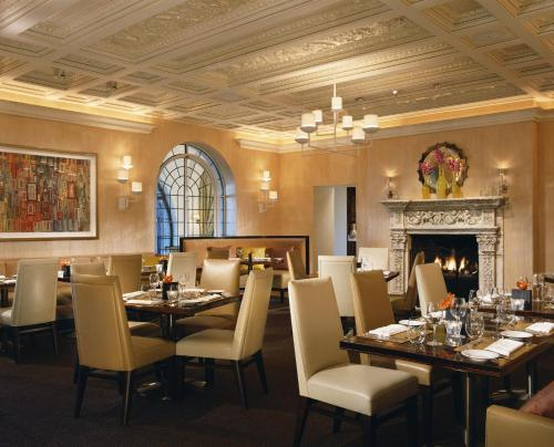 A restaurant or other place to eat at Rosewood Mansion on Turtle Creek