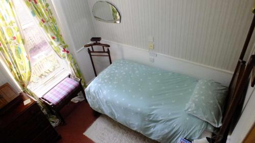 A bed or beds in a room at Greystones B&B
