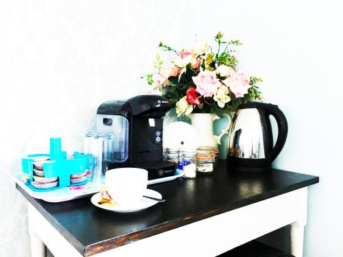 Coffee and tea-making facilities at Hillside Bed and Breakfast