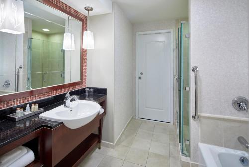 A bathroom at Renaissance Montgomery Hotel & Spa at the Convention Center