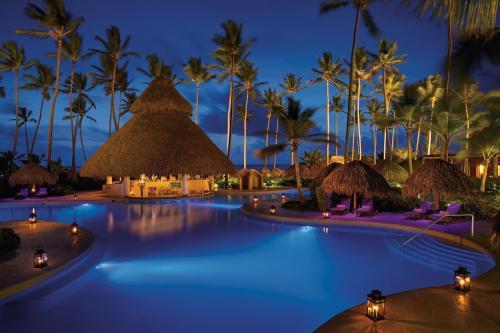 Бассейн в Dreams Royal Beach Punta Cana или поблизости