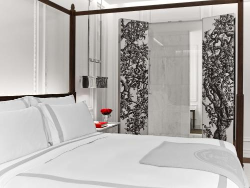 A bed or beds in a room at Baccarat Hotel and Residences New York