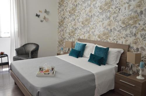 A bed or beds in a room at Nobilcasa Suites