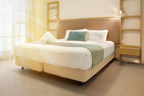 A bed or beds in a room at Deep Blue Hotel & Hot Springs