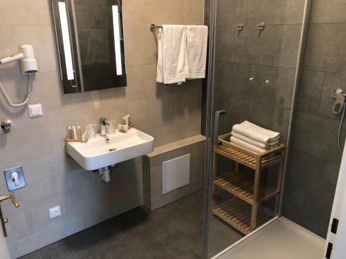 A bathroom at Hotel Brauhof Wien