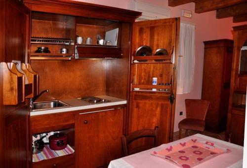 A kitchen or kitchenette at Agriturismo Alla Casella