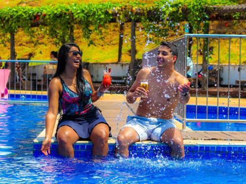 The swimming pool at or near Parque Do Avestruz Hotel Fazenda