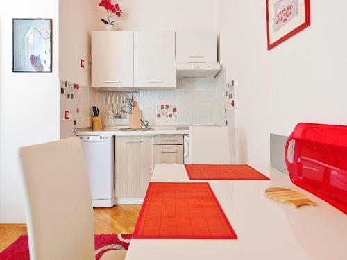 Küche/Küchenzeile in der Unterkunft Apartments Brioni Colors
