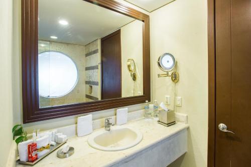 A bathroom at Secrets Aura Cozumel - Adults Only