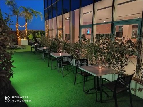Un restaurante o sitio para comer en Hotel Sercotel Plana Parc