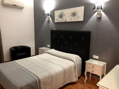 A bed or beds in a room at ROOMS Los MONTES