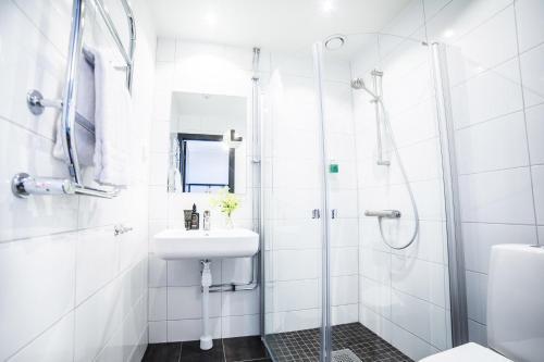 A bathroom at Varbergs Kusthotell