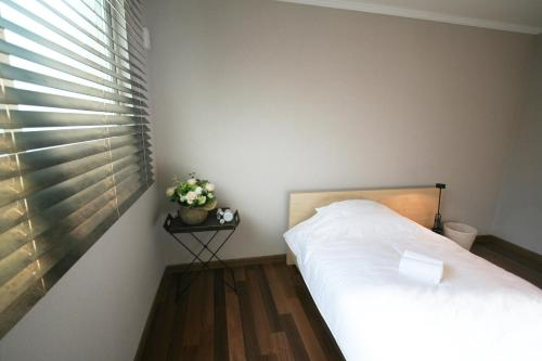 A bed or beds in a room at Guesthouse Gangnam (Female Only)