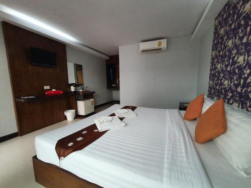 A bed or beds in a room at Ibiza House Phi Phi